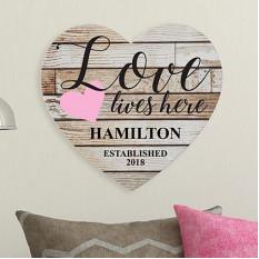 El amor vive aquí Corazón de madera