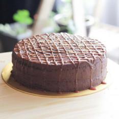 Pastel de caramelo salado con chocolate de 9 pulgadas