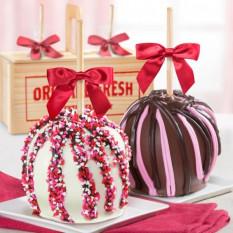 Love Chocolate Covered Caramel Apples Pair en una caja de regalo de madera