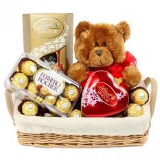 Cesta De Lindt Chocolate, oso de peluche Ferrero Rocher y 16