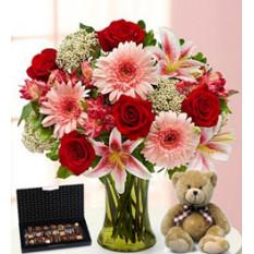 Encantador (6 Rosas + 3 Gerbera Daises + 1 Liliumus)