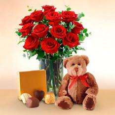 Corazones enamorados (12 Rosas + Chocolatesus)