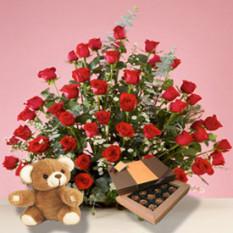 Corazón enamorado (12 rosas + bombones)