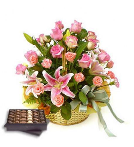 Cesta de amor (12 rosas + 3 lirios)