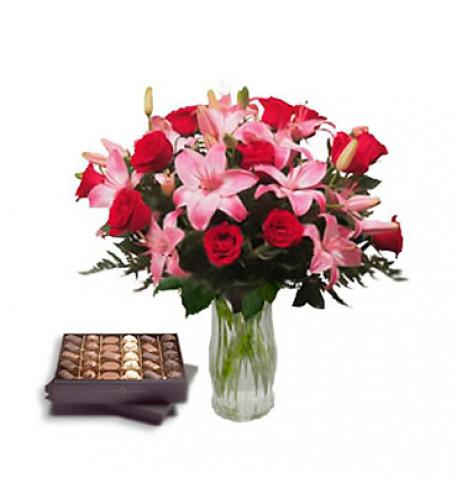 Corazón de chocolate (12 rosas + 1 tallos de lirios)
