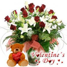 Flores de la pasión (12 rosas + 3 tallos de lirio + oso de peluche)