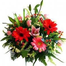 Las flores frescas arreglo cesta