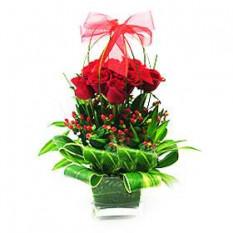 Florero flores de rosas rojas