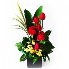 Florero Arreglo de Rosas rojas con los demás