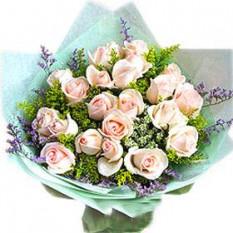 Ramo de champán y las rosas del melocotón con rellenos y verdor