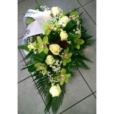 Arreglo fúnebre: rosas blancas y orquídeas