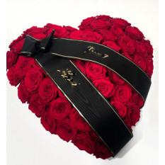 Arreglo en forma de corazón para el funeral (rosas rojas)