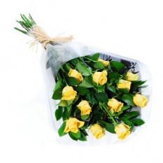 Una docena de ramo de rosas amarillas