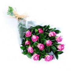 Una docena de ramo de rosas blancas