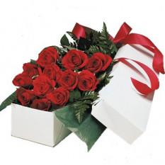 Caja de una docena de rosas