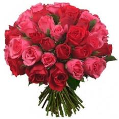 Tres docenas de ramo de rosas rojas y rosas