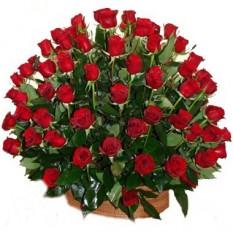 Canasta de centenas de rosas