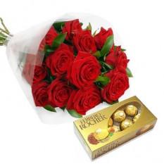 Ramo de una docena de rosas y una caja de bombones
