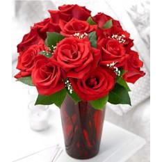 Una docena de rosas rojas (con el florero)