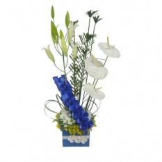 Arreglo con flores azules-2