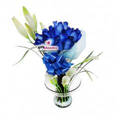 Arreglo con flores azules-5