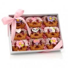 Twists de pretzel con salsa de chocolate del día de la madre, caja de regalo con vista clara de 9