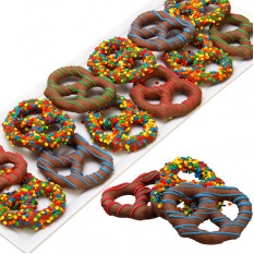 Feliz cumpleaños pretzels cubiertos de chocolate